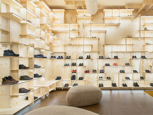Showcases and shelves